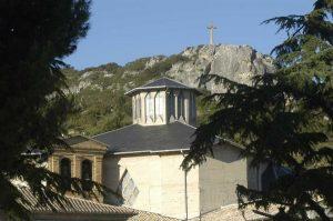 Basilica del Puy y Peña Aguda al fondo