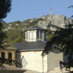 Basilica del Puy, al fondo Peña Aguda